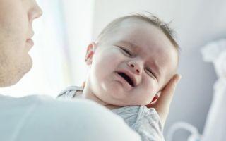 Грудной ребенок запрокидывает голову назад: причины