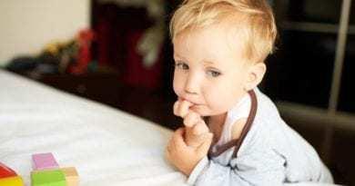 Ребенок не наедается смесью: как понять, причины и что делать