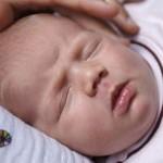 Прыщики на лице у грудничка: причины и лечение
