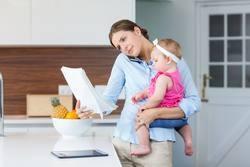 Первые дни грудничка в роддоме и дальнейший осмотр, регистрация и прописка